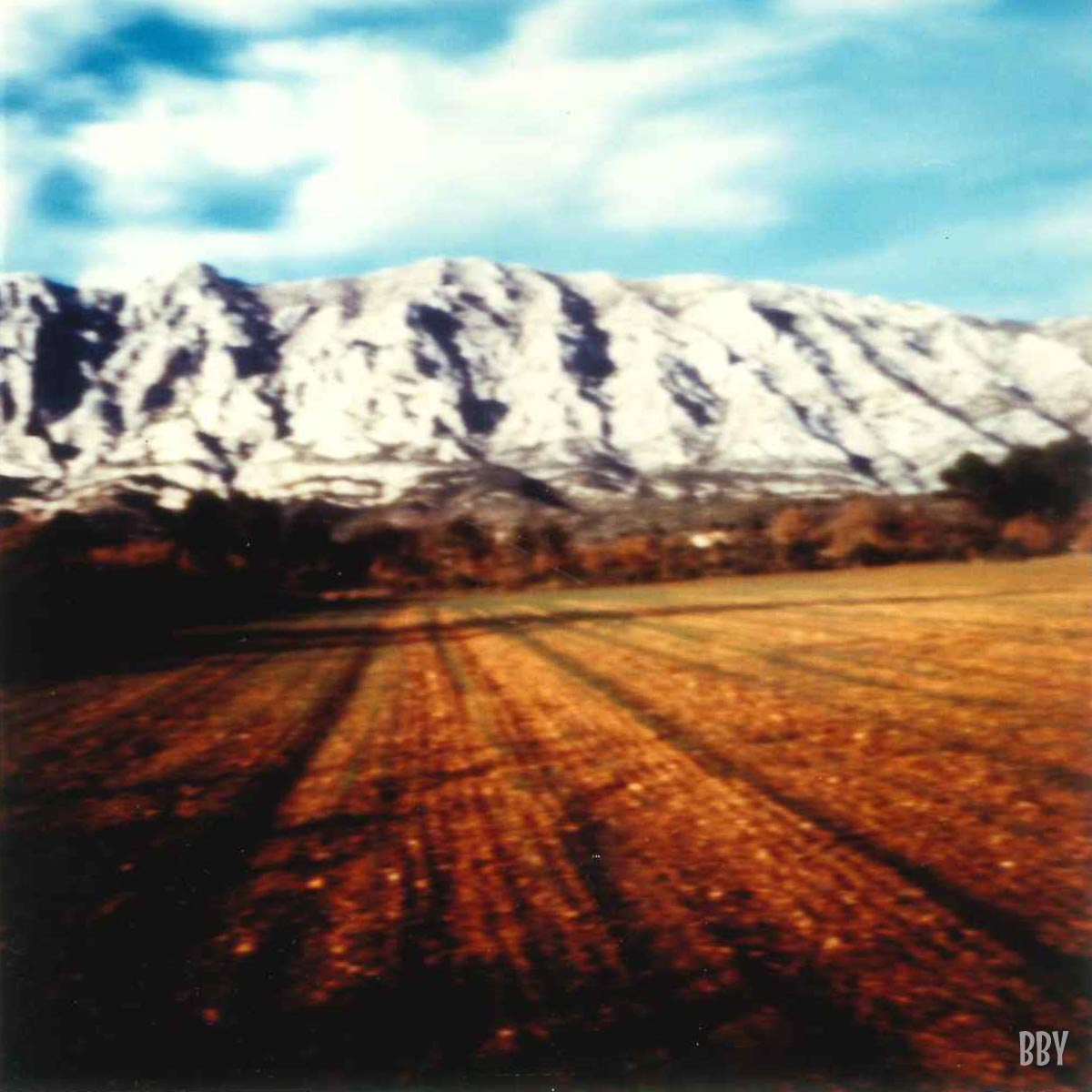 stenope, pinhole, slow photography, chambre noire, champ, aix-en-provence, massif, cliff
