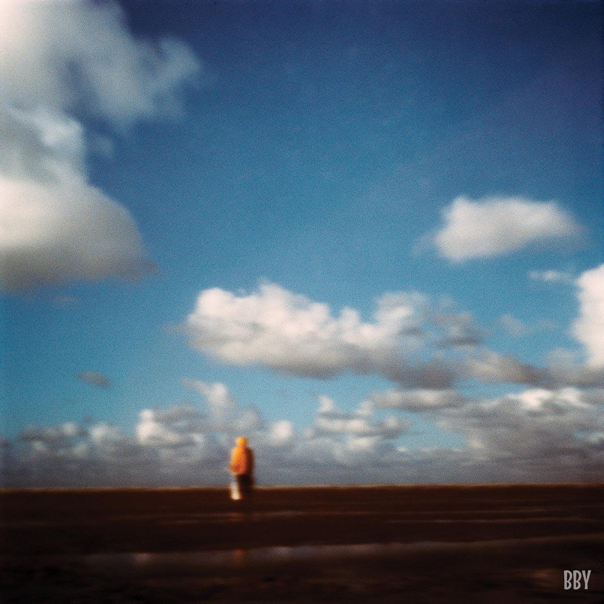 stenope, pinhole, slow photography, chambre noire, mer, ciel, pecheur, jaune, bleu, sea, fisher