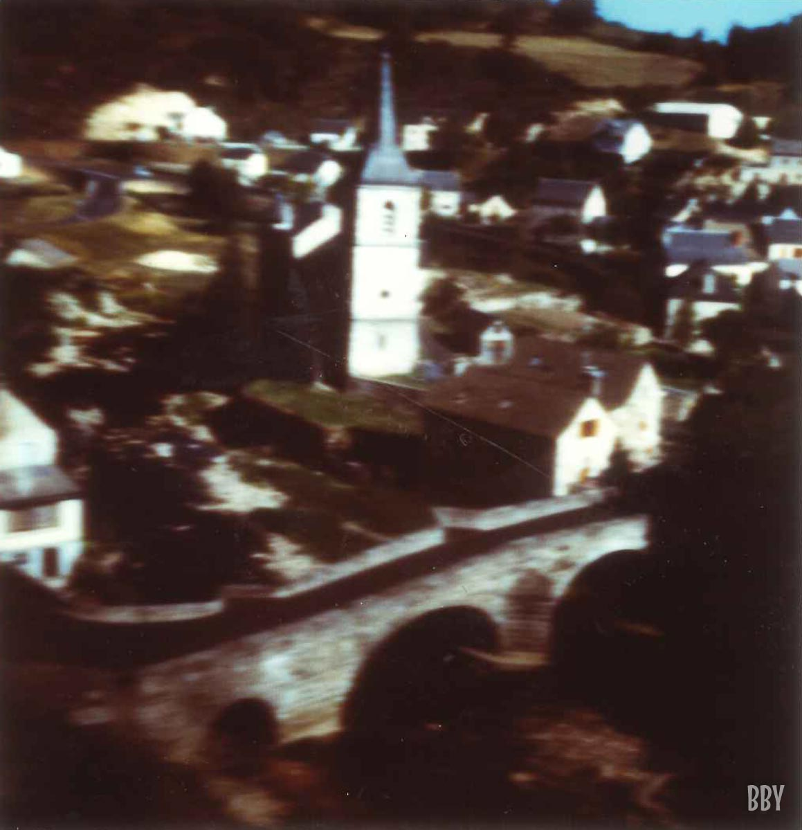 stenope, pinhole, slow photography, chambre noire, village, clocher, pont, bell tower, bridge