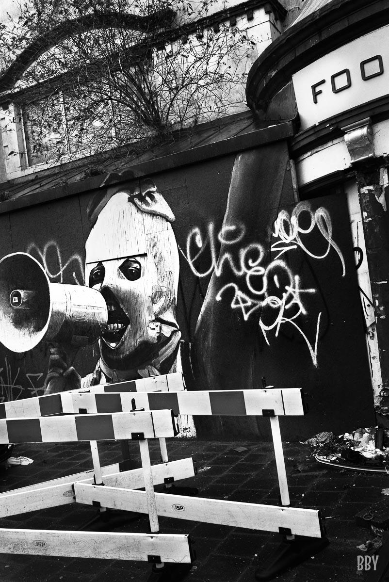 graffiti, revolte, mégaphone, Passage non obligé, grafitti, travaux photo