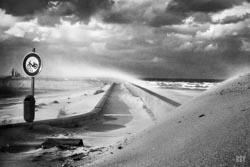 Dunkerque, 2015, digue, sable, tempête, vent, panneau signalisation, mobylette