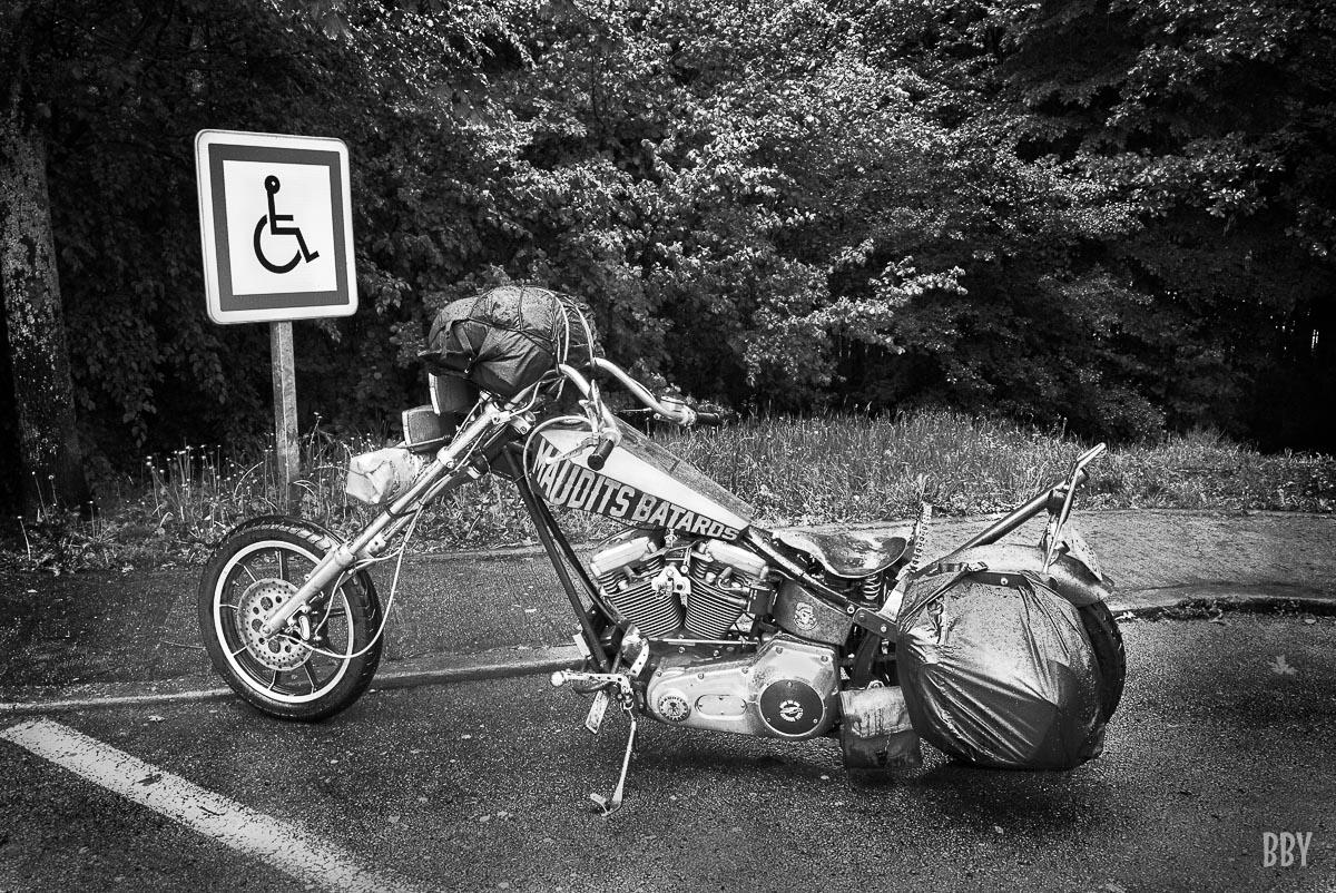 batard, harley davison, moto, pluie, voyage, Passage non obligé, moto, travaux photo, vehicule